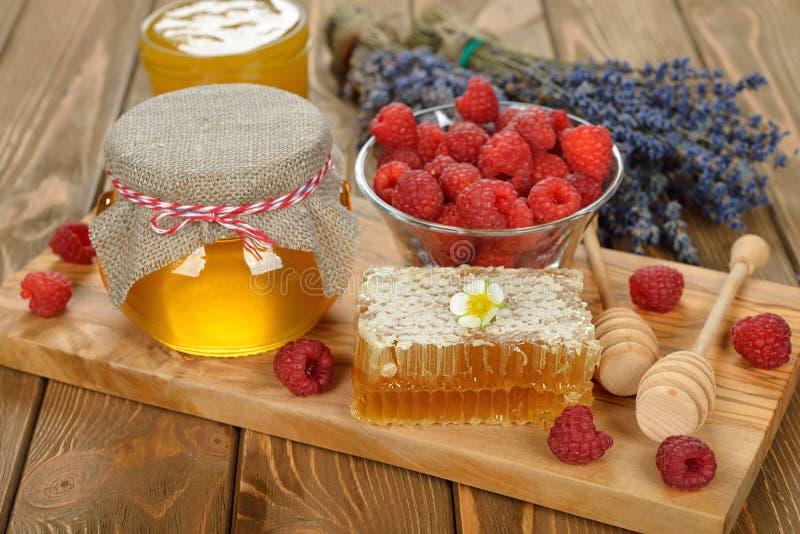 玻璃蜂蜜瓶子 库存照片