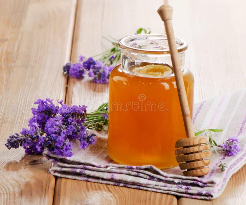 玻璃蜂蜜瓶子 免版税库存图片