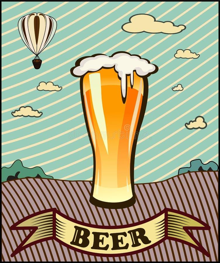 玻璃觚用啤酒 皇族释放例证