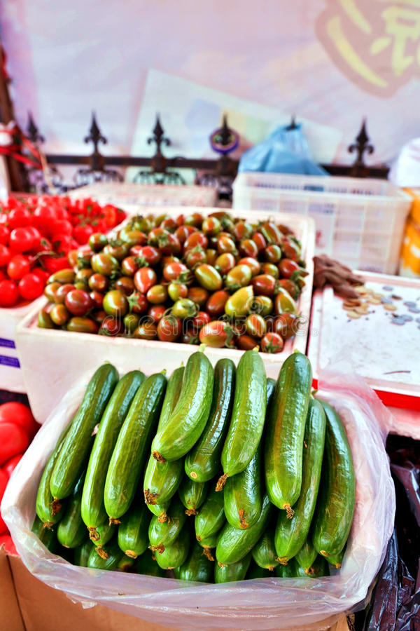 黄瓜待售在中国市场上 免版税库存图片