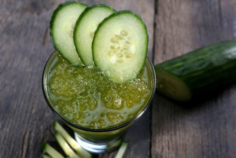 黄瓜新鲜的汁,看法从上面 免版税库存照片