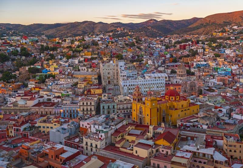 瓜纳华托州在日落,墨西哥以后的市地平线 免版税库存照片