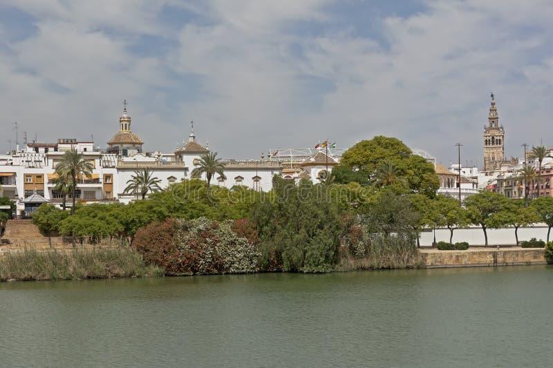 瓜达尔基维尔河河的堤防在塞维利亚 库存图片