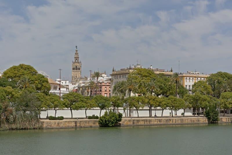 瓜达尔基维尔河河的堤防在Sevills 库存照片