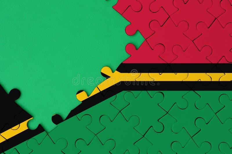 瓦努阿图旗子在与自由绿色拷贝空间的一个完整七巧板被描述在左边 皇族释放例证