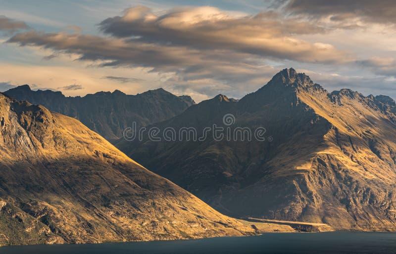 瓦卡蒂普湖昆斯敦山风景  图库摄影