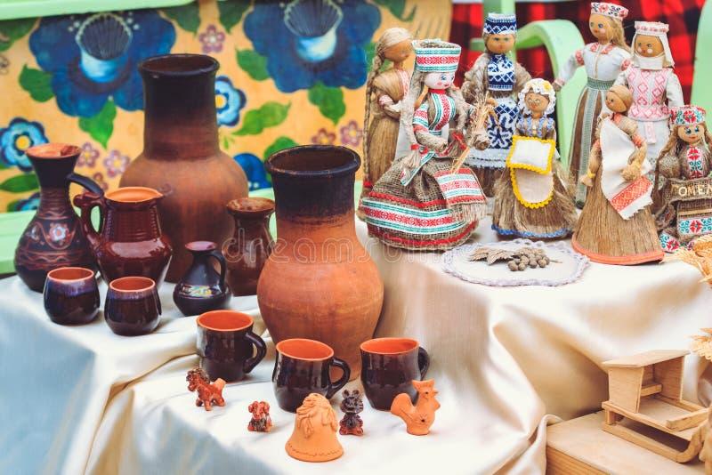 瓦器和全国白俄罗斯语玩偶 库存照片