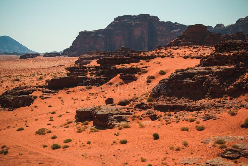 瓦地伦沙漠风景,红色沙子,约旦中东联合国科教文组织世界遗产名录 冒险异乎寻常的概念 库存照片