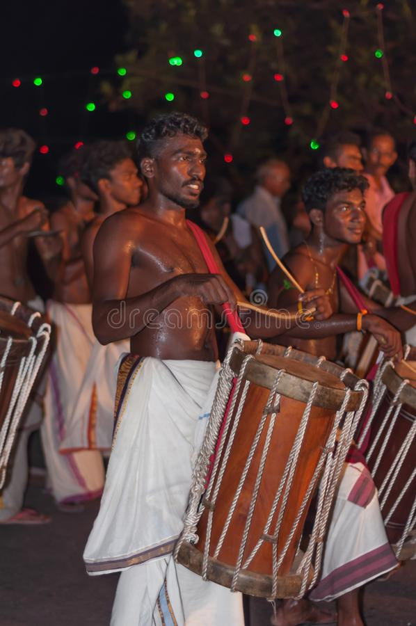 瓦尔卡拉,印度- 2016年3月23日:在Holi节日狂欢节的传统Kathakali舞蹈在瓦尔卡拉,喀拉拉,印度 库存照片