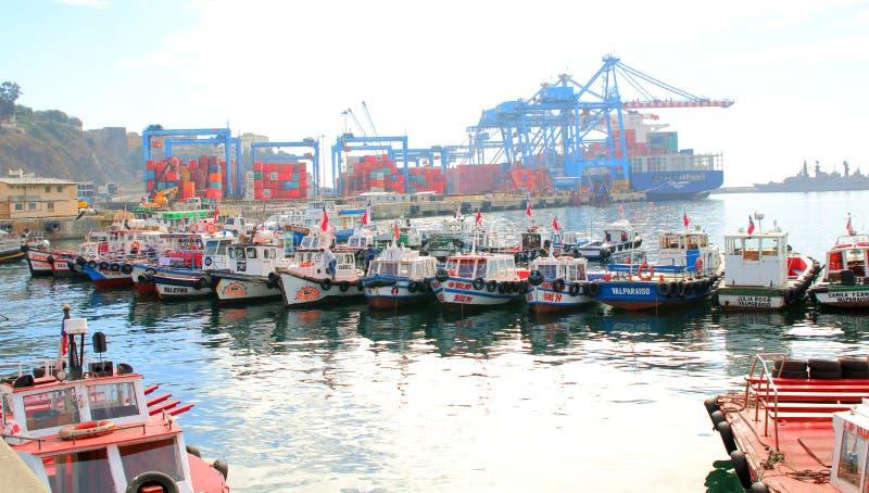 瓦尔帕莱索,智利6月10日:繁忙的货物海口 瓦尔帕莱索, 免版税库存图片