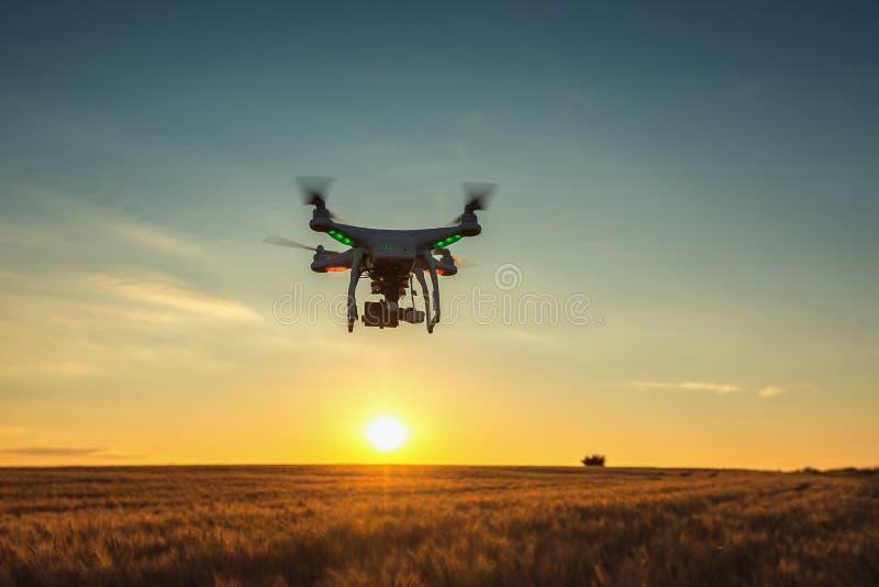 瓦尔纳,保加利亚- 2015年6月23日:飞行寄生虫quadcopter Dji Pha 免版税库存图片