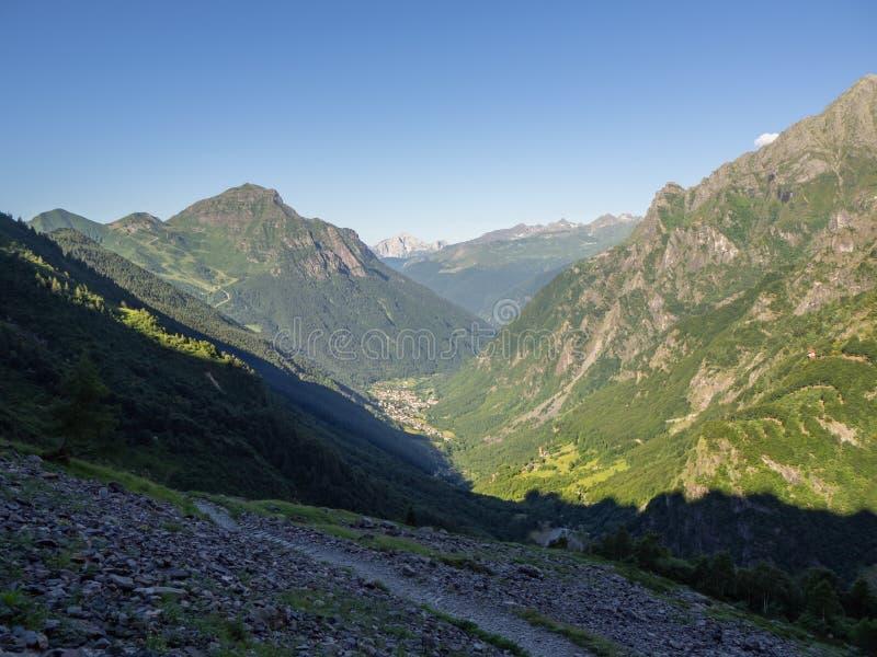 瓦尔邦迪奥内是山村在Seriana谷结束时在贝加莫,意大利地区 免版税库存图片
