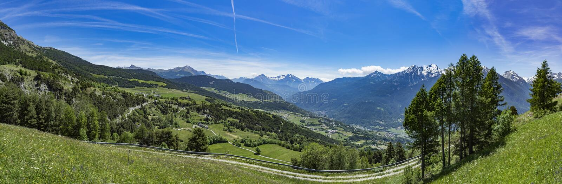 瓦尔D `奥斯塔全景阿尔卑斯视图 免版税库存照片