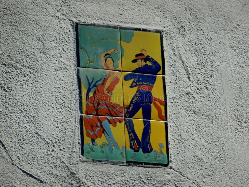 瓦片的被绘的火鸟舞蹈家 库存照片