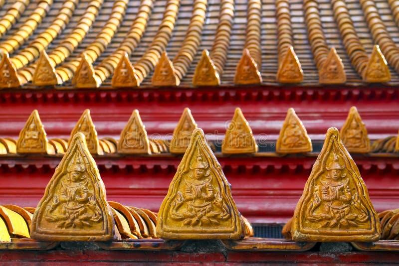 瓦片细节在佛教寺庙的屋顶的 库存图片