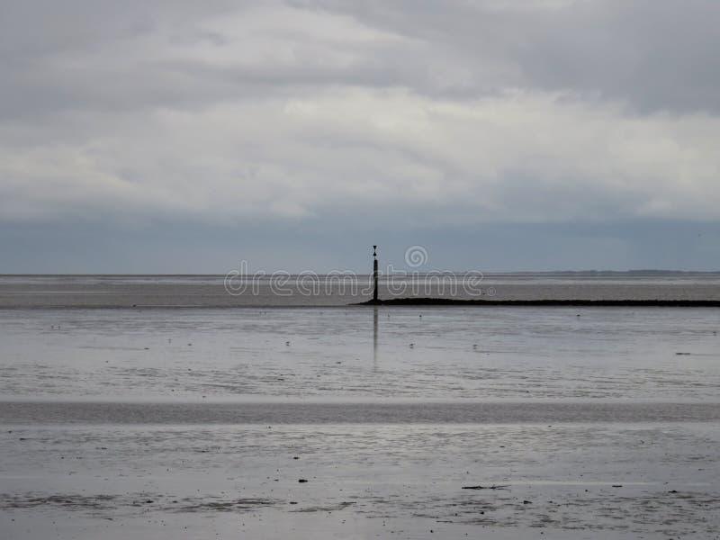 瓦特、北海的沙子和水宽风景视图norddeich痣的德国 免版税库存图片