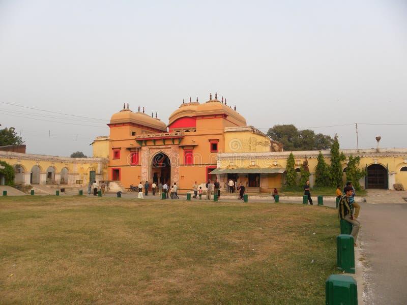 瓦腊纳西,北方邦,印度- 2009 11月1日,使古老Ramnagar堡垒环境美化看法  库存图片