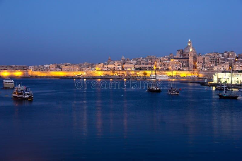 瓦莱塔盛大港口清早黎明从斯利马的 免版税图库摄影