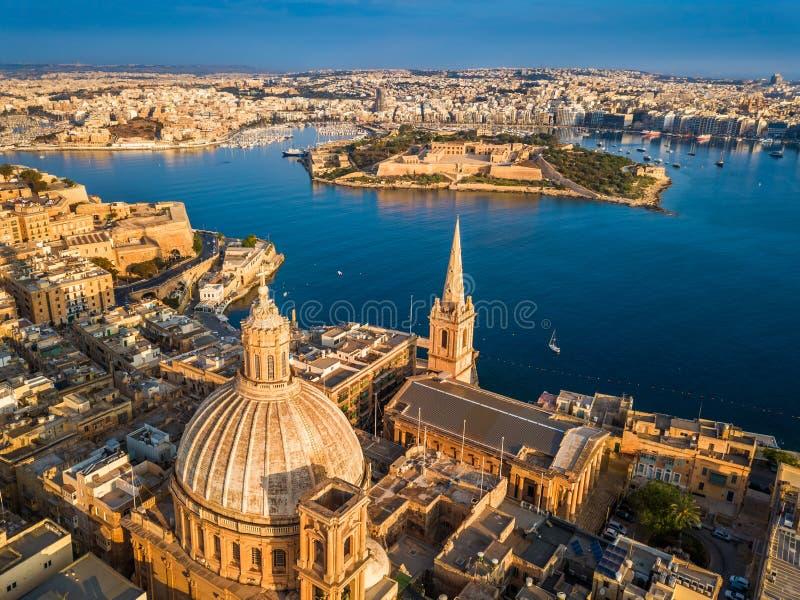 瓦莱塔,马耳他-我们的迦密山教会, StPaul ` s大教堂的夫人鸟瞰图  库存图片