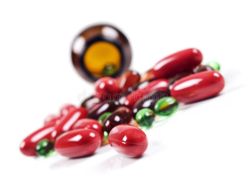 瓶五颜六色的前药片药片传播 免版税库存照片