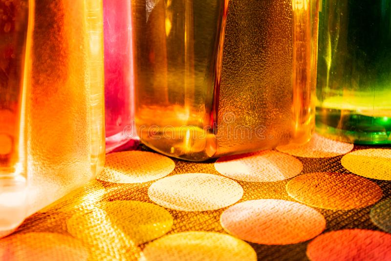 瓶五颜六色的水 免版税库存照片
