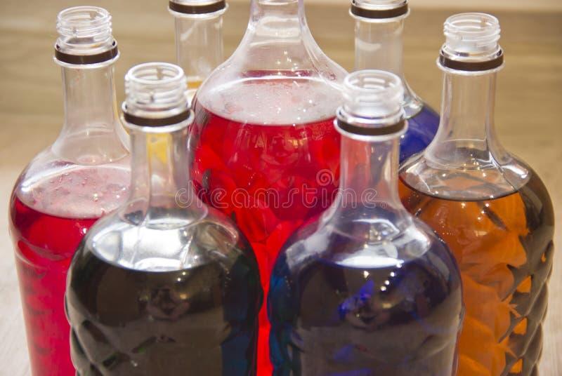 瓶充满不同颜色液体  库存图片