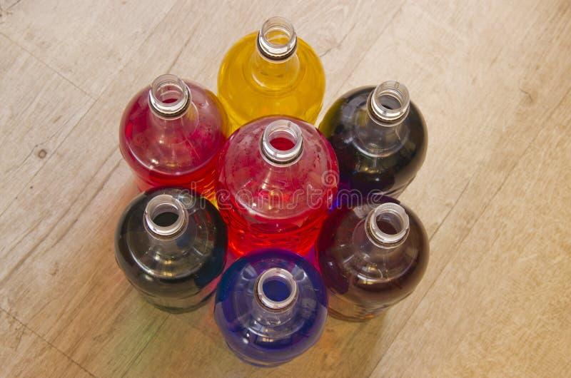 瓶充满不同颜色液体  库存照片