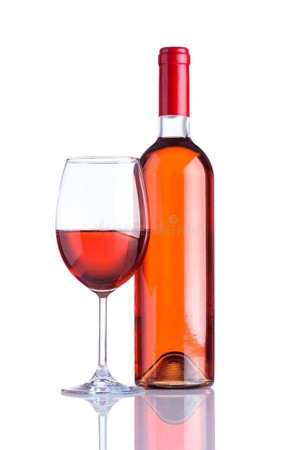 瓶和玻璃在白色背景的玫瑰酒红色 库存图片