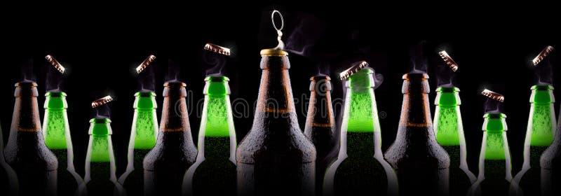 瓶在冰的啤酒 免版税库存照片