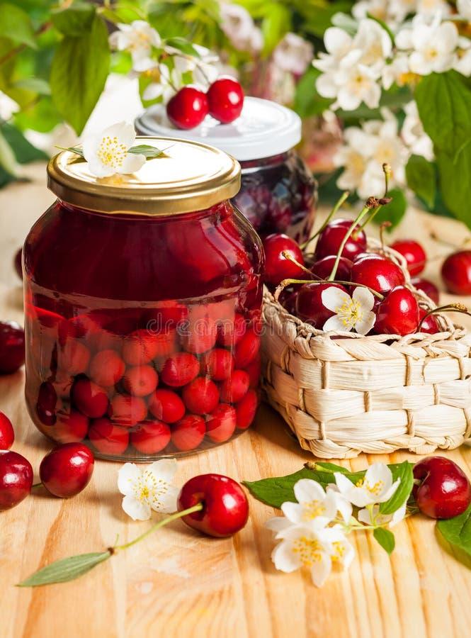 瓶子果子蜜饯 免版税库存图片