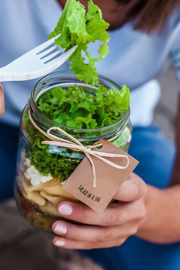 瓶子沙拉 免版税库存照片