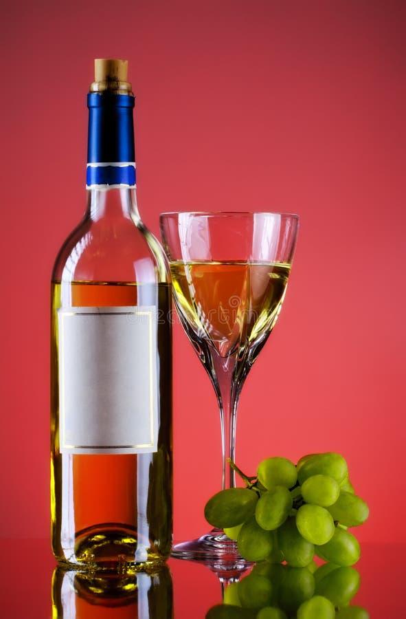 瓶束玻璃葡萄酒 免版税库存照片