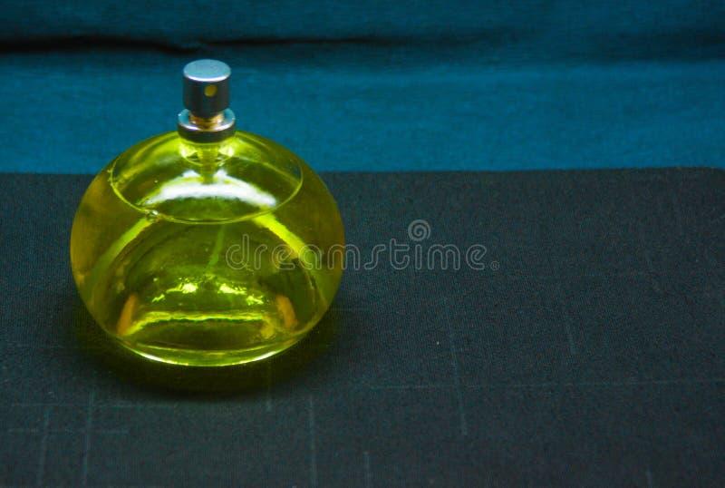 瓶清楚的香水 免版税库存照片