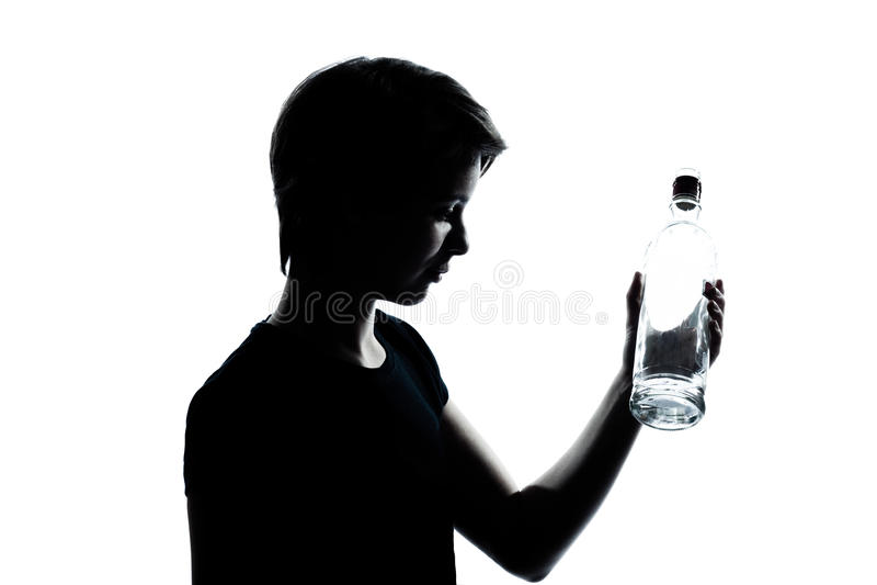 瓶男孩女孩一少年水年轻人 库存图片