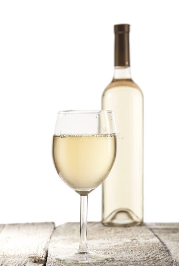 瓶白葡萄酒葡萄酒杯 免版税库存图片