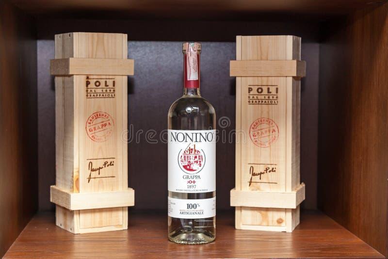 瓶白葡萄酒 库存照片