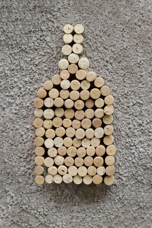 瓶的图片在墙壁上的酒黄柏 概念 免版税库存照片