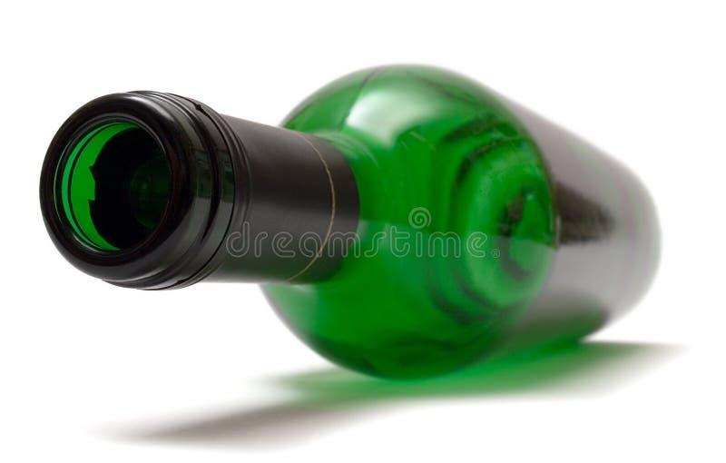 瓶空的位于的酒 库存照片