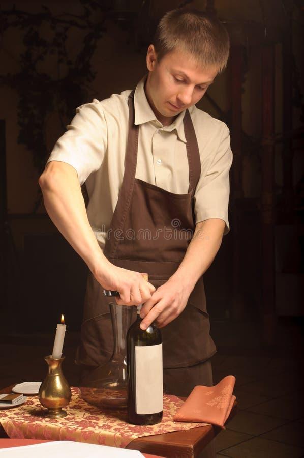 瓶空缺数目斟酒服务员酒 免版税库存图片