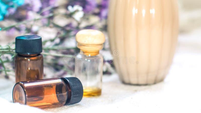 瓶精油 草药或芳香疗法吸管瓶 库存图片