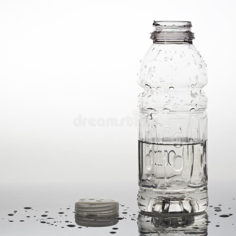 瓶被开张的水 免版税库存照片