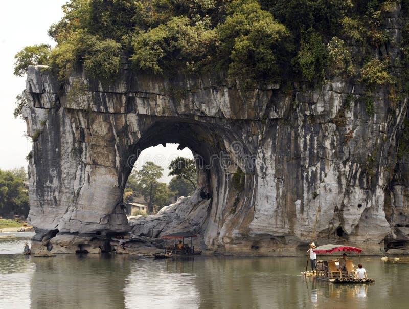 瓷大象小山树干 库存照片