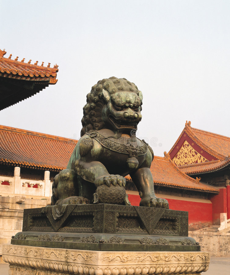 瓷狮子石头 免版税图库摄影