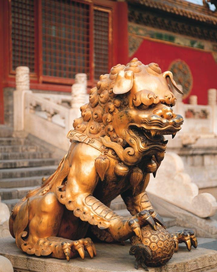 瓷狮子石头 库存照片