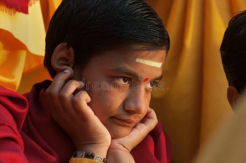 甘加Aarti仪式的年轻新手在Parmarth Niketan聚会所 库存图片