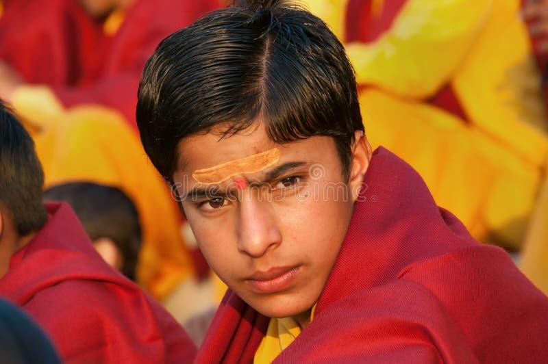 甘加Aarti仪式的年轻新手在Parmarth Niketan聚会所 免版税图库摄影