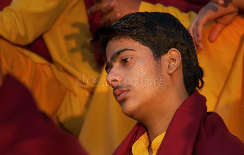甘加Aarti仪式的年轻新手在Parmarth Niketan聚会所 免版税库存照片