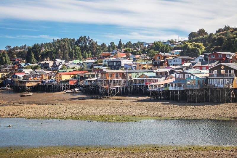 甘博亚Palafitos高跷议院处于低潮中-卡斯特罗,奇洛埃岛海岛,智利 库存图片