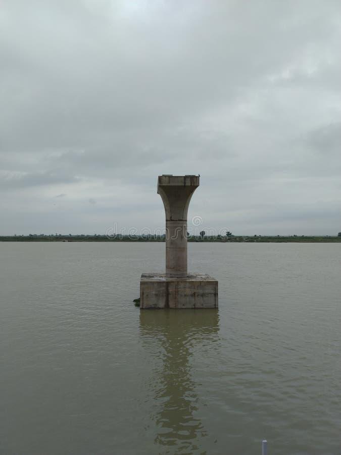 甘地ghat在河边 被修建的桥梁 桥梁的一根柱子 免版税库存图片