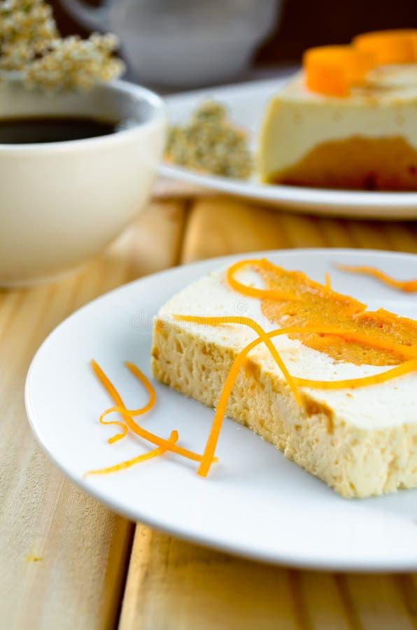 甜乳脂状的布丁用酸奶干酪和南瓜蛋白牛奶酥 免版税库存图片